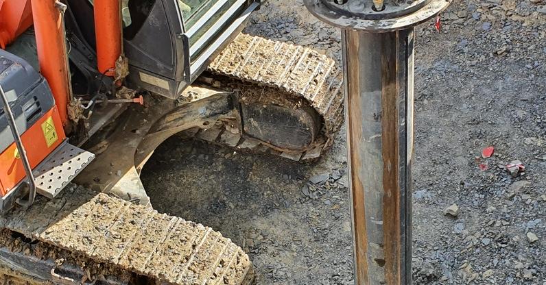 Si iniziano a scavare i pali di fondazione