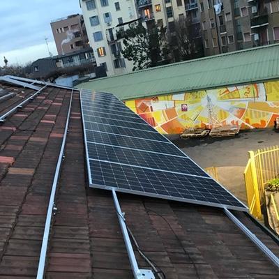 Nuova energia per Radio Popolare con l'impianto fotovoltaico realizzato da ènostra