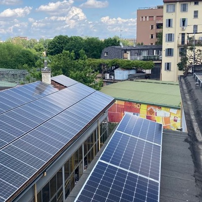E luce fu… Connesso alla rete l'impianto fotovoltaico di Radio Popolare